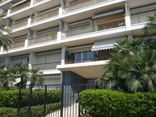 Apartment palais d 39 orient nice autour de la principaut for Hotels 2 etoiles nice