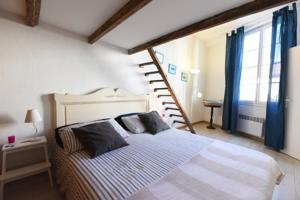 Great flat in the old town up to 4