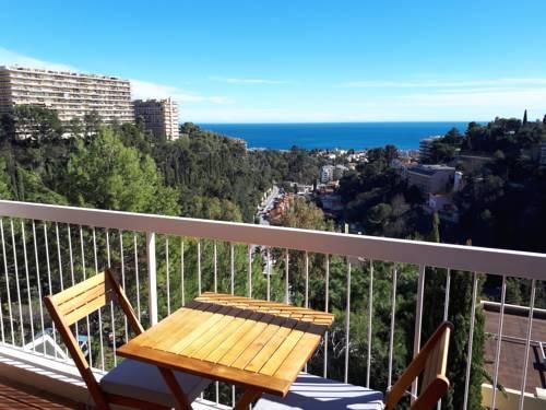 Studio plein sud avec terrasse piscine tennis nice for Nice hotel avec piscine